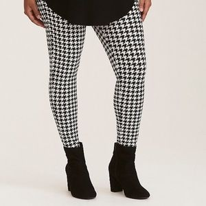 Pants - Plus size houndstooth leggings!